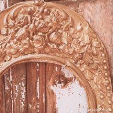 Antigüedades: PRECIOSO MARCO FLORAL LABRADO ANTIQUE UNIQUE. Lote 148644654