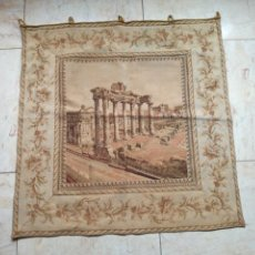 Antigüedades: TAPIZ MUY ANTIGUO CON ESCENA DEL FORO ROMANO, DE ROMA.. Lote 198525537