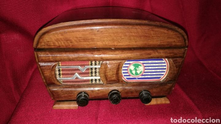 BONITO COSTURERO TIPO RADIO (Antigüedades - Hogar y Decoración - Otros)
