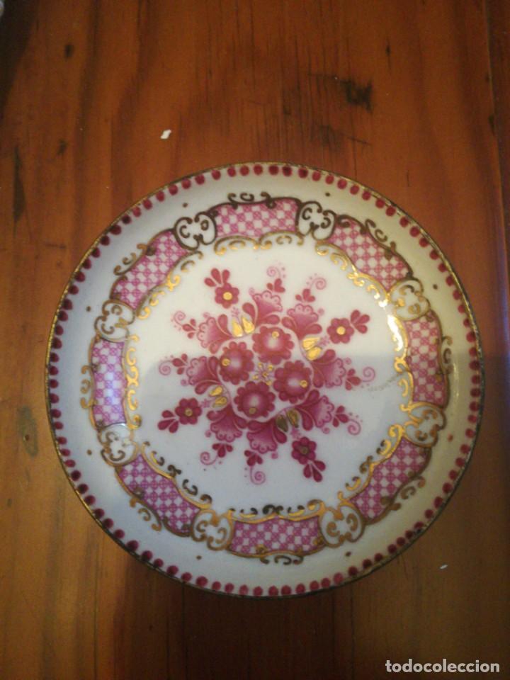 Antigüedades: Pequeño plato de metal con baño de porcelana Arta de Austria - Foto 2 - 198560787