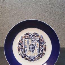 Antiquités: PRECIOSO PLATO DE PORCELANA SARGADELOS CON EL ESCUDO DE LAS CIUDADES GALLEGAS. Lote 198608712