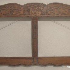 Antigüedades: MARCO TALLADO MUY ANTIGUO, DOBLE. Lote 198652545