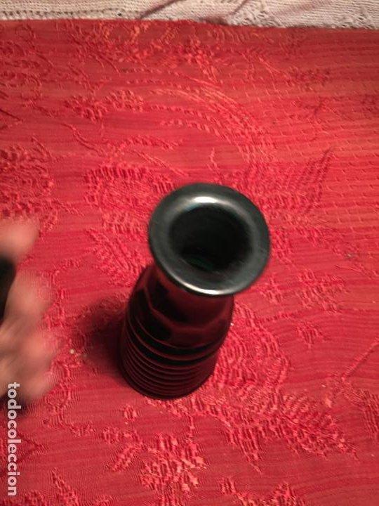 Antigüedades: Antigua licorera de cristal soplado a mano con tapón tallado color verde años 30-40 Art Deco - Foto 4 - 198736010