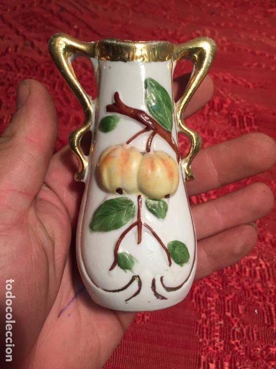 Antigüedades: Antiguo jarrón / florero de porcelana blanca de estilo Modernista años 20-30 - Foto 2 - 198739407