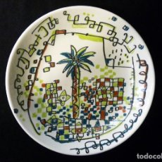 Antiquités: PLATO PORCELANA DECORADO POR JAVIER MARISCAL. LA PALMERA MORA DE ALMAZORA, CAM, 1997. Lote 198772275