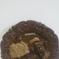 Antigüedades: PLATO DE MADERA TALLADO A MANO --- RDO ANDORRA. Lote 198804270