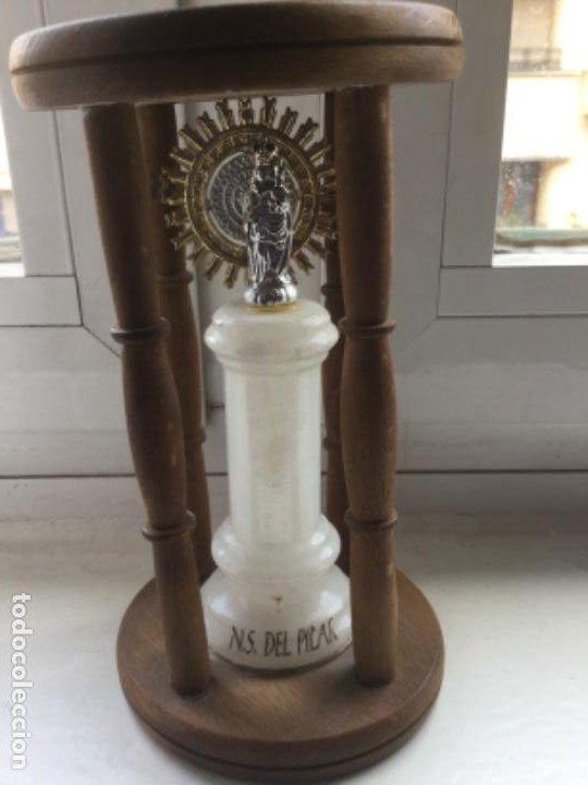 IMAGEN DE LA VIRGEN DEL PILAR EN ESTRUCTURA DE MADERA (Antigüedades - Religiosas - Varios)