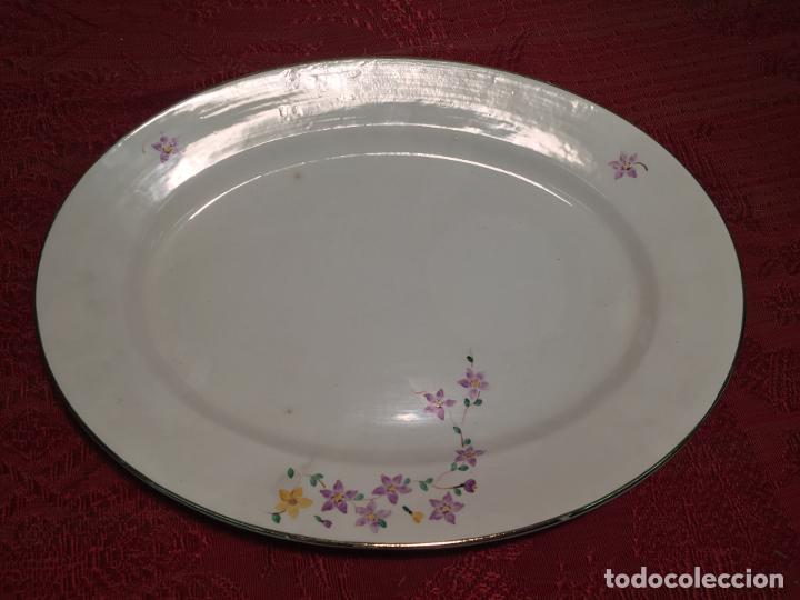 Antigüedades: Antigua bandeja / fuente de porcelana blanca de forma oval años 50-60 - Foto 2 - 198843457