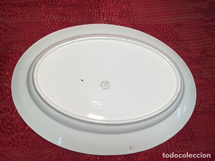 Antigüedades: Antigua bandeja / fuente de porcelana blanca de forma oval años 50-60 - Foto 7 - 198843457