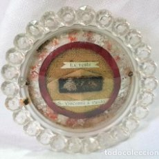 Antigüedades: ANTIGUO RELICARIO EX VESTE S. VINCENTII A PAULO VINCENT DE PAUL DIAMETRO 9,5 CM. Lote 198850865