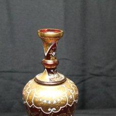 Antigüedades: JARRÓN DE CRISTAL ESMALTADO CON FONDO DE COLOR BERMELLÓN. Lote 198861612
