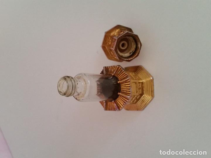 Antigüedades: ANTIGUO PERFUMERO DE COLECCION. HECHO EN CRISTAL Y METAL DORADO SELLADO G.300,1L PERFUME GUERLIN - Foto 5 - 198912802