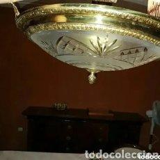 Antigüedades: ANTIGUA LAMPARA DE BRONCE Y CRISTAL 44 CM DIAMETRO. Lote 198943035