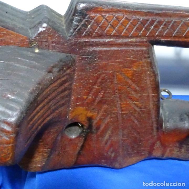 Antigüedades: Antiguo Yugo Vasco de madera tallada. - Foto 7 - 198952235