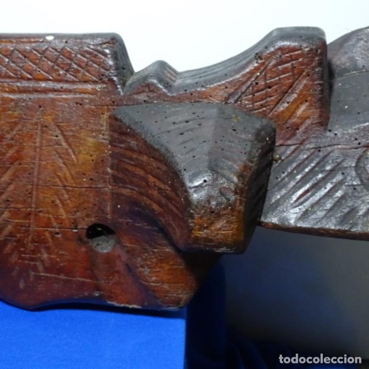 Antigüedades: Antiguo Yugo Vasco de madera tallada. - Foto 9 - 198952235