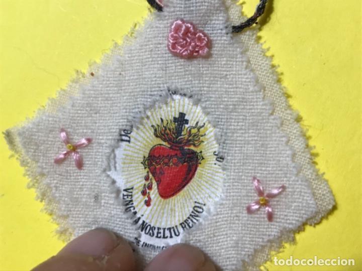 Antigüedades: Detente escapulario bordado a mano muy bonito 7x6 cm aprox - Foto 4 - 198964377