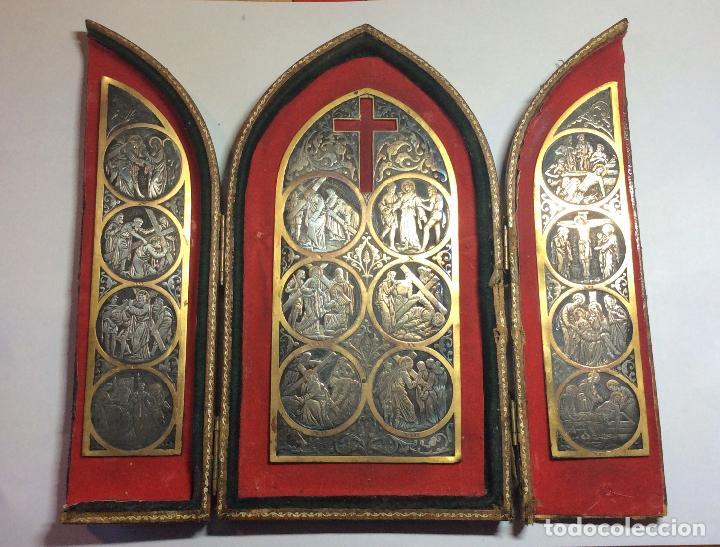 ANTIGUA CAPILLA SOBREMESA CON IMÁGENES DEL VÍA CRUCIS AÑO 1939 (Antigüedades - Religiosas - Ornamentos Antiguos)