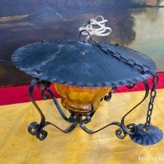 Antigüedades: PRECIOSA LAMPARA O FAROL MUY ORNAMENTADO, CRISTAL AMBAR Y METAL FORJADO. Lote 198990900