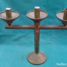 Antigüedades: CANDELABRO DE TRES BRAZOS BRONCE, DECADA DE LOS 60, ORIGEN RELIGIOSO.... Lote 198997582