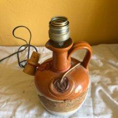 Antigüedades: BONITA LÁMPARA DE SOBREMESA ECHA CON UN CANECO DE WISKY. Lote 199031517