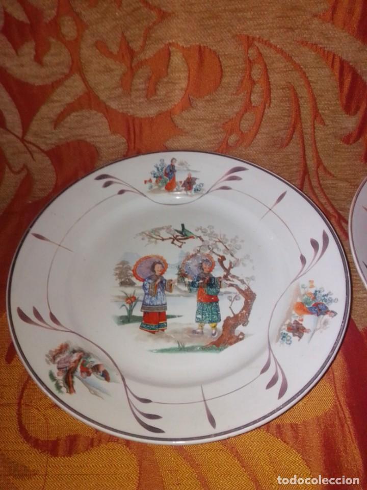 Antigüedades: Antigua pareja de platos San Claudio Oviedo con motivos chinos - Foto 2 - 199043068