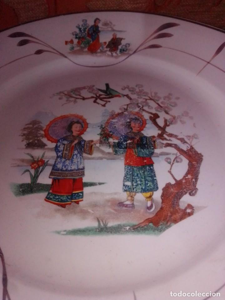 Antigüedades: Antigua pareja de platos San Claudio Oviedo con motivos chinos - Foto 3 - 199043068