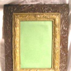 Antigüedades: MARCO AÑOS 40, IDEAL PARA HACER VITRINA. MED. 32 X 40 X 4 CM DE FONDO, . Lote 199086655
