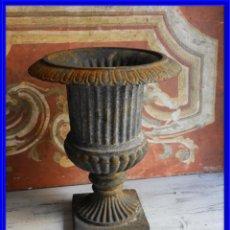 Antigüedades: PRECIOSA COPA MEDICI DE HIERRO ALTURA 36 CM TENGO PAREJA. Lote 199090117