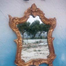 Antigüedades: ANTIGUO ESPEJO ISABELINO,MARCO DE MADERA PINTADO EN DORADO.. Lote 197261838