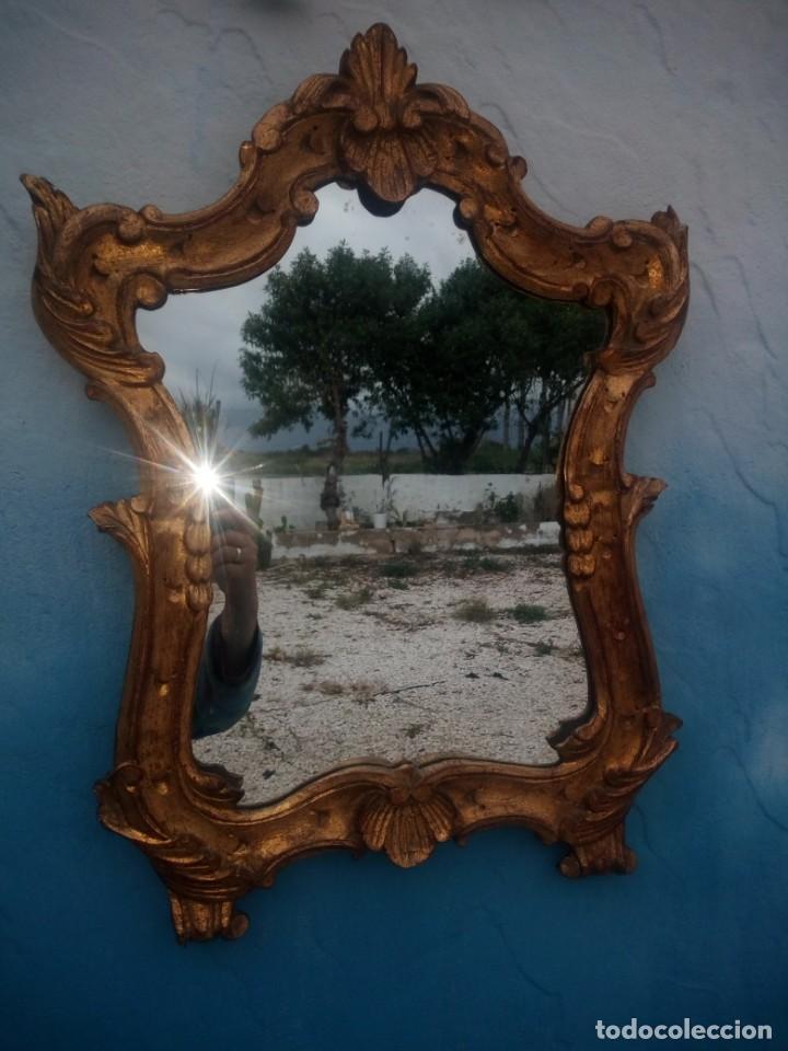 Antigüedades: Antiguo espejo isabelino,marco de madera pintado en dorado. - Foto 2 - 197261838