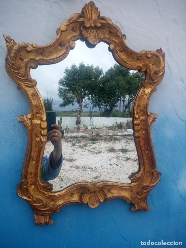 Antigüedades: Antiguo espejo isabelino,marco de madera pintado en dorado. - Foto 3 - 197261838