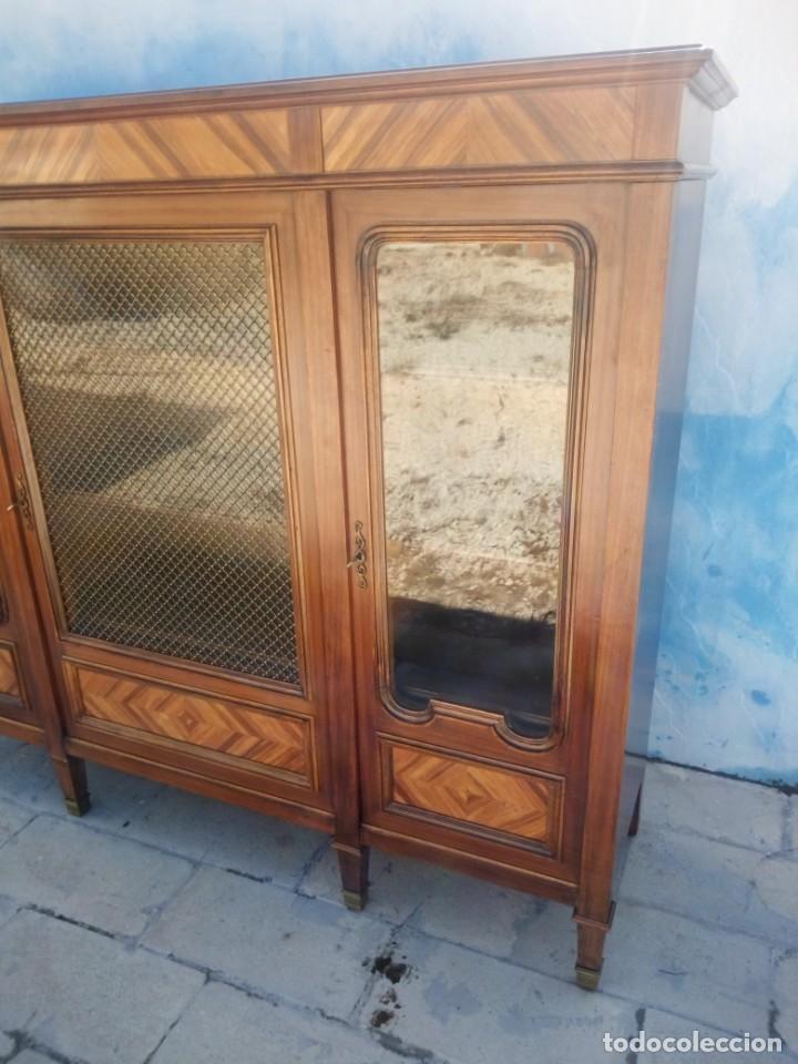 Antigüedades: Espectacular vitrina librería años 30 3 puertas,estilo frances,rejilla metalica en la puerta central - Foto 5 - 199149113