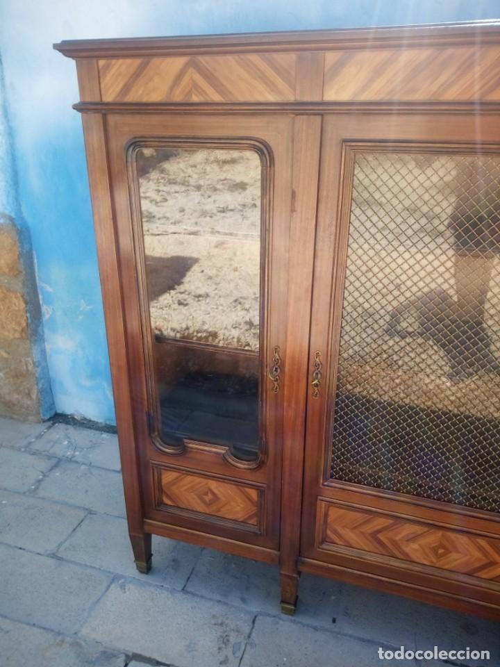 Antigüedades: Espectacular vitrina librería años 30 3 puertas,estilo frances,rejilla metalica en la puerta central - Foto 7 - 199149113