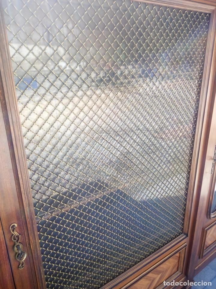 Antigüedades: Espectacular vitrina librería años 30 3 puertas,estilo frances,rejilla metalica en la puerta central - Foto 12 - 199149113