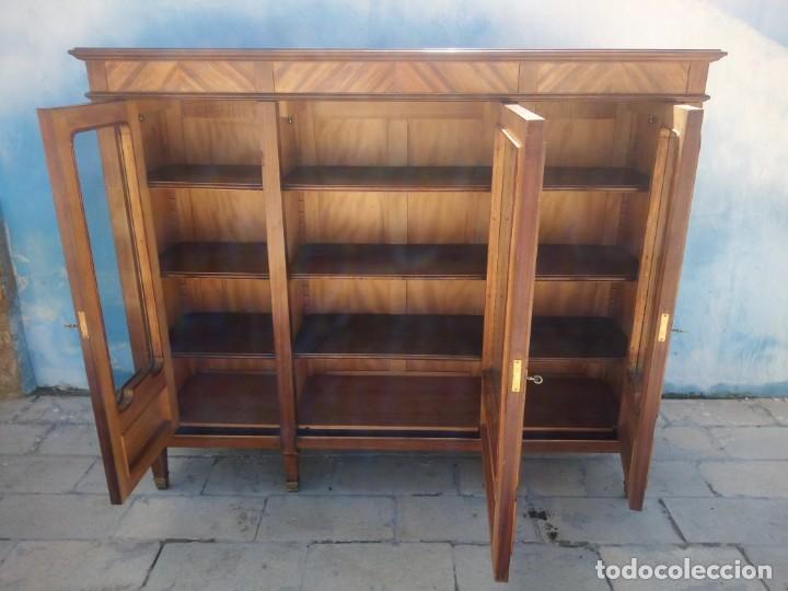 Antigüedades: Espectacular vitrina librería años 30 3 puertas,estilo frances,rejilla metalica en la puerta central - Foto 13 - 199149113