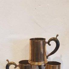 Antigüedades: JUEGO DE 6 JARRAS DE METAL. Lote 199178135