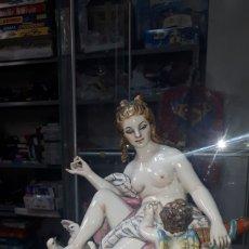 Antigüedades: ORIGINAL CONJUNTO EN PORCELANA DAMA CON ÁNGEL O QUERUBIN MS MULLOL MADE IN SPAIN. Lote 199196830