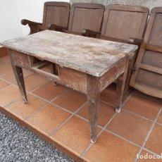 Antigüedades: MESA TOCINERA ANTIGUA. PINO Y CASTAÑO.. Lote 199239817