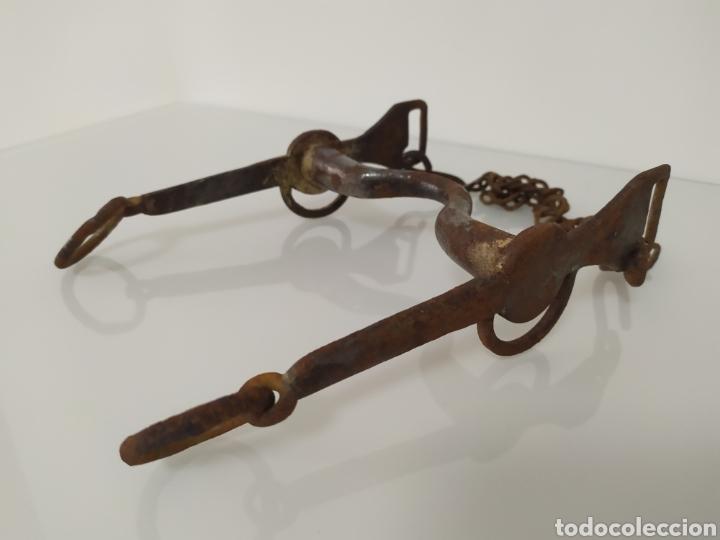 ANTIGUO BOCADO DE FORJA PARA CABALLO DE CARABINEROS (Antigüedades - Técnicas - Rústicas - Caballería Antigua)