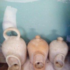 Antigüedades: 3 BEBEDEROS PARA LOS ANIMALES BOTIJOS . Lote 199303433