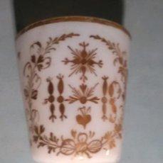Antiguidades: CUBILETE DE BENDITERA EN OPALINA ,LA GRANJA SIGLO XVIII. Lote 199315842