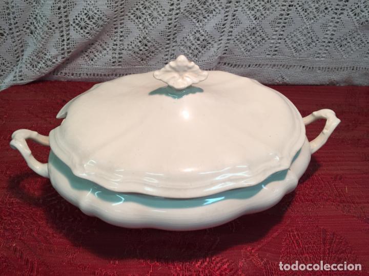 ANTIGUA SOPERA DE PORCELANA BLANCA DE FORMA OVAL AÑOS 60 (Antigüedades - Porcelanas y Cerámicas - San Claudio)