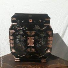 Antiquités: CAVINET CON CAJONES,JAPONES LACA E INCRUSTACIONES DE MADREPERLA,MAGNIFICO TRABAJO,SIGLO XIX. Lote 199329242