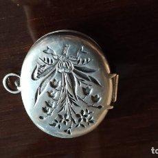 Antigüedades: ANTIGUO GUARDAPELO EN PLATA DE LEY . SIGLO XIX. Lote 199332322
