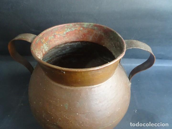 Antigüedades: ANTIGUO JARRÓN CON ASAS ,18cm ALTO 20cm X 20cm BASE 10cm , COBRE O BRONCE ,VER FOTOS - Foto 2 - 199358217