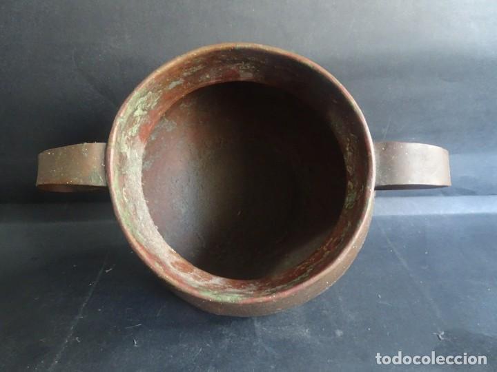 Antigüedades: ANTIGUO JARRÓN CON ASAS ,18cm ALTO 20cm X 20cm BASE 10cm , COBRE O BRONCE ,VER FOTOS - Foto 4 - 199358217