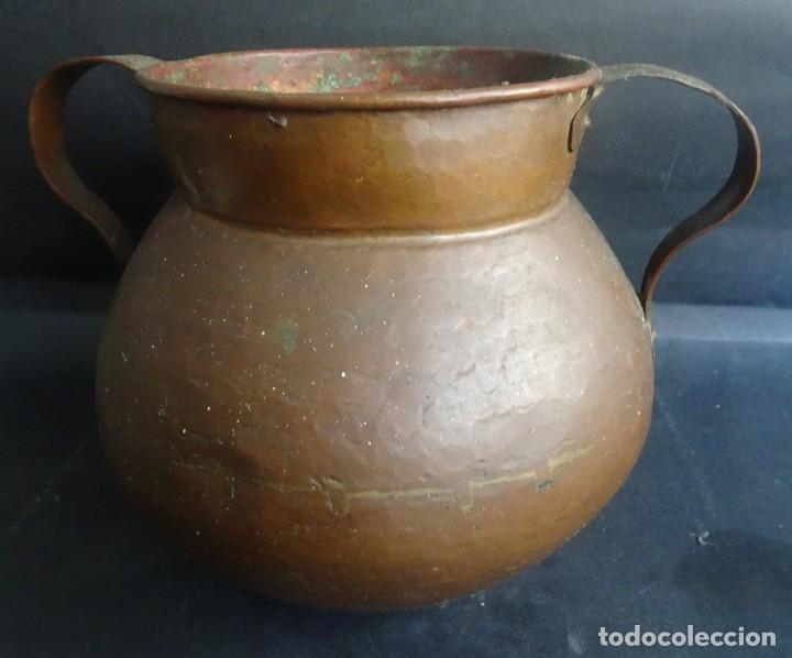 Antigüedades: ANTIGUO JARRÓN CON ASAS ,18cm ALTO 20cm X 20cm BASE 10cm , COBRE O BRONCE ,VER FOTOS - Foto 7 - 199358217