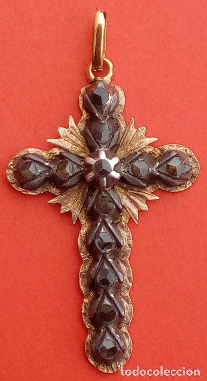 CRUZ S. XIX. MONTURA EN ORO 18 KILATES CON DIAMANTES NEGROS TALLA ROSA DE FRANCIA. 6 GRAMOS (Antigüedades - Religiosas - Cruces Antiguas)