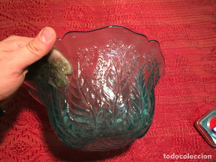 Antigüedades: Antigua frutera / vol / cuenco de cristal prensado con bonito color azul años 50-60 - Foto 3 - 199407716