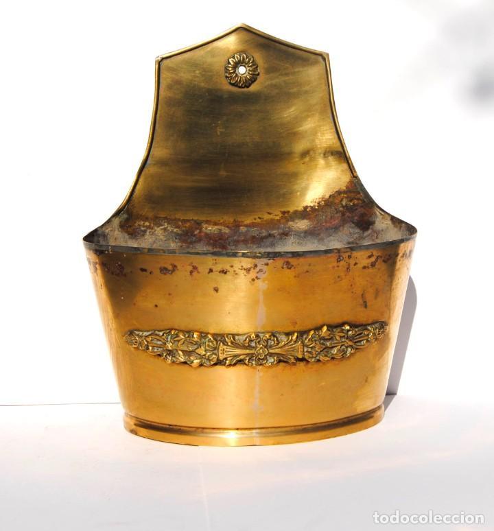 MACETERO DE BRONCE DE COLGAR (Antigüedades - Hogar y Decoración - Maceteros Antiguos)